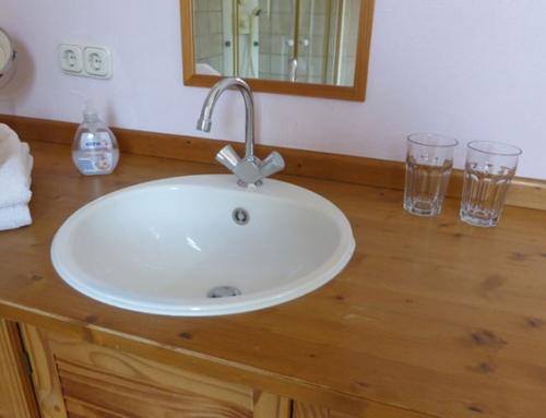 Ratgeber: Wie pflege ich Badmöbel aus Holz?