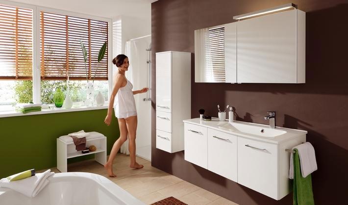 frisches gr n bringt leben ins triste bad der badm bel blog. Black Bedroom Furniture Sets. Home Design Ideas