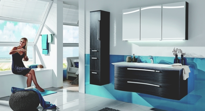 bad mit dachschr ge unl sbare einrichtungsaufgabe der badm bel blog. Black Bedroom Furniture Sets. Home Design Ideas