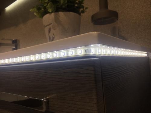 LED-Fugenbeleuchtung für Mineralguss-Waschtisch 137 cm