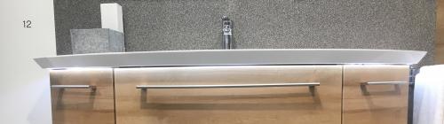 Mineralmarmor-Waschtisch mit unsichtbarem Überlauf (Clou-System) und LED-Fugenbeleuchtung, 149 cm